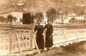 Balneario de Panticosa, 1905. María Gastón Añaños, a la izquierda y Juaquina Aznárez Gurría